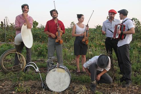 3 הקליינע   אנשים קטנים ומוזיקה גדולה