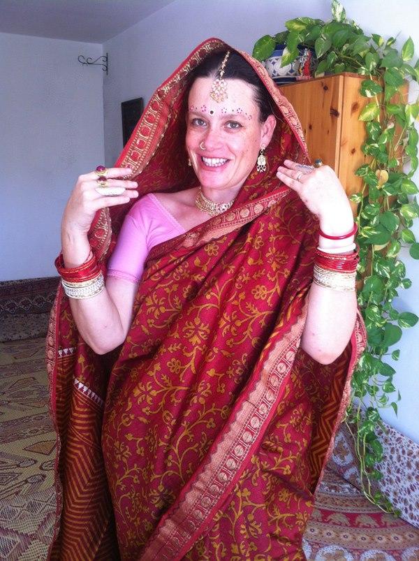 17 לילא  תכשיטים ובגדים הודים