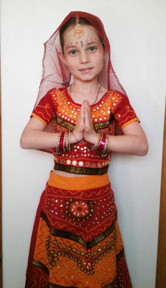 18 לילא  תכשיטים ובגדים הודים